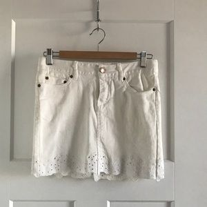 White jean mini (H&M) with eyelet details